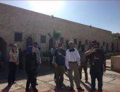 القنصلية الأمريكية بالإسكندرية تنشر صورا لزيارة فنانين أمريكان لقلعة قايتباى