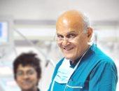 مجدى يعقوب: أفتخر أننى خريج طب قصر العينى.. ولا بد من العمل فى فريق