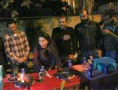 بالصور.. صناع فيلم (خلاويص) يحتفلون بعيد ميلاد آيتن عامر فى التصوير