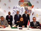 صور.. سحر نصر تشهد توقيع اتفاقية بين بنك الاستثمار الأوروبى وبنك مصر