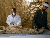 """صور.. """"الفرنسية"""" تُبرز اكتشاف المقبرتين الأثريتين بمحافظة الأقصر"""