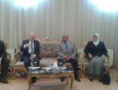 صور .. زاهى حواس يتفقد متحف جامعة الزقازيق