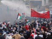صور.. الأمن اللبنانى يطلق الغاز المسيل أثناء مظاهرة قرب السفارة الأمريكية