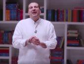 عمرو خالد يواجه الإلحاد بالعلم والدين والحياة ببرنامج عبر فيس بوك