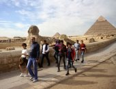 الآثار: إقبال كثيف من المصريين والسائحين على منطقة الأهرامات
