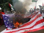 صور.. إندونيسيون يحرقون أعلام إسرائيل وأمريكا دعما للقضية الفلسطينية