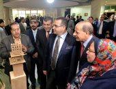 صور.. معرض لقطع نحتية تجسد التراث الشعبى بجامعة المنصورة