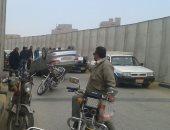 قارئ يشارك بصور لانقلاب سيارة فوق كوبرى ميدان حارث فى بنى سويف