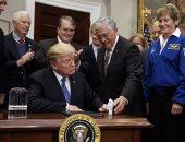 ترامب يطالب ناسا بالإسراع فى إرسال الأمريكيين للقمر