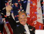 صور.. فوز المرشح الديموقراطى فى انتخابات ولاية ألاباما لمجلس الشيوخ