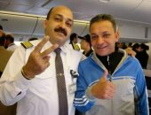 صور.. أمن مصر للطيران ينجح في استعادة 10 آاف دولار فقدها أحد الركاب