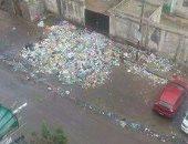 شكوى من تراكم القمامة بمدخل مدرسة الإسلام بشارع الإسناوى بالإسكندرية