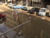 كسر ماسورة مياه فى شارع المطراوى بالمطرية والأهالى يستغيثون.. صور