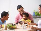 دراسة: الأطفال الذين يتناولون وجباتهم مع أسرهم أكثر صحة من غيرهم