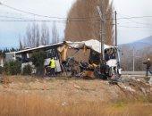 ننشر صور جديدة لحادث تصادم قطار بحافلة مدرسية فى فرنسا