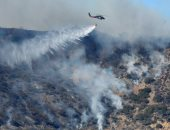 صور.. رجال الإطفاء يواصلون مكافحة حرائق كاليفورنيا بعد مصرع زميلهم