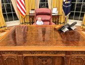شاهد.. حفيد ترامب يجلس على مقعد جده فى البيت الأبيض