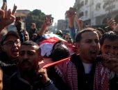 صور.. آلاف الفلسطينيين يشيعون جثمان الشهيد القعيد إبراهيم أبو ثريا