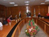 رئيس جامعة أسيوط يلتقى وفد طبى عالمى بعد إجراء 60 عملية للأطفال