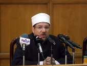 جامعة الإسكندرية تكرم وزير الأوقاف تقديرا لجهوده فى نشر الفكرى الوسطى