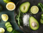 منها الأفوكادو والشيكولاتة.. أطعمة دهنية تساعد على تخفيف الوزن