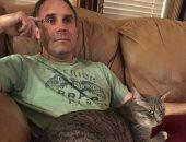 فتاة أمريكية ترسم خطة جهنمية لإقناع والدها بشراء قطة و70 ألف رتويت تدعمها