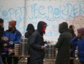 صور.. مهاجرون فى صربيا يتحدون الطقس البارد لعبور الحدود إلى الاتحاد الأوروبى