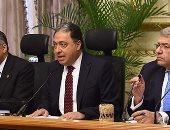 وزير المالية: الدولة تتكفل بعلاج غير القادرين والأمراض المزمنة (صور)