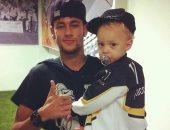 محكمة برازيلية تلزم نيمار بدفع غرامة مالية للطبيب المسئول عن ولادة ابنه