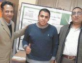 طالب بسوهاج يبتكر مادة من نبات الشيح لعلاج الأورام الحميدة