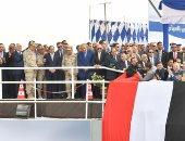 """الرئيس السيسي يداعب مميش عن """"بوق السفن"""": """"إنت مسلطهم علينا"""" (صور)"""