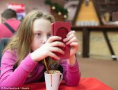 شاهد كيف يصاب الأطفال بـ12 نوعا من السرطان جراء استخدام الموبايل