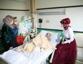 صور.. ملكة جمال المحجبات ومنظمة المسابقة والوصيفتان يزرن الأطفال مرضى السرطان