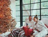 صور.. جنيفر لوبيز تحتفل بالكريسماس مع أليكس رودريجيز فى أجواء عائلية