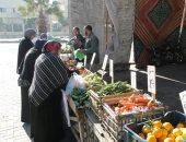 ضخ كميات كبيرة من الخضروات والفواكه بمنافذ البيع المخفضة بدمنهور