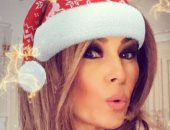 """ترامب ينشر صورة زوجته ميلانيا بزى """"سانتا كلوز"""" عبر إنستجرام"""