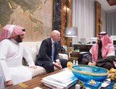 """صور.. محمد بن سلمان يستقبل رئيس """"فيفا"""""""