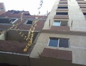 عقار مخالف يهدد المنزل المجاور بالسقوط.. والسكان: اكتشفنا شروخ بالحوائط