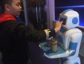 صور.. افتتاح أول مقهى فى فيتنام يستخدم الروبوت لتقديم المشروبات
