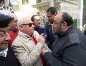 محافظ بورسعيد يلتقى عددا من المواطنين عقب صلاة الجمعة