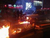 فيديو.. متظاهرون إيرانيون يحرقون بنك الصادرات فى مدينة الأحواز
