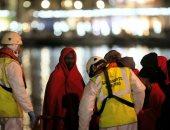 صور.. إسبانيا تنقذ عددا من المهاجرين الأفارقة فى عرض البحر