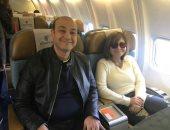 عمرو أديب ولميس الحديدي يغادران إلى بيروت لقضاء أجازة رأس السنة