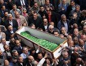 وصول جثمان إبراهيم نافع مقابر العائلة بـ6 أكتوبر