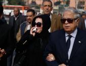 فيديو .. إلهام شرشر زوجة حبيب العادلى تشارك فى مراسم دفن جثمان إبراهيم نافع