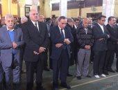 جثمان إبراهيم نافع يصل مسجد عمر مكرم لإداء صلاة الجنازة عليه (صور)