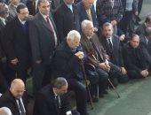صور.. مكرم محمد أحمد وأسامة شرشر يصلان عمر مكرم لصلاة الجنازة على إبراهيم نافع