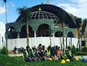 بيتى بيت الصلاة.. مهندسو العاصمة الإدارية يصلون أمام الكاتدرائية الجديدة