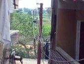 قارئ يطالب بنقل أسلاك كهرباء الأعمدة المارة بالقرب من منازلهم فى البحيرة