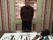 القبض على مسجل خطر يدير ورشة لتصنيع الأسلحة النارية بمسكنه بالأميرية